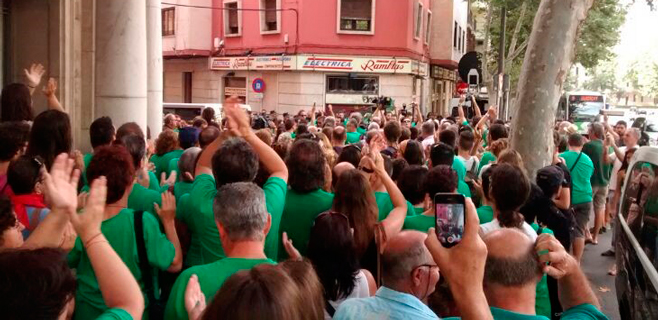 Más de 200 personas apoyan en la calle a los