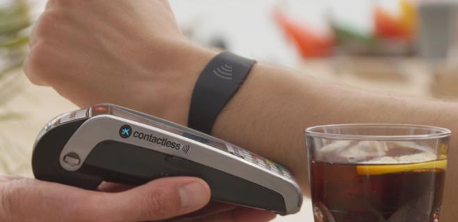 CaixaBank lanza la pulsera Visa contactless