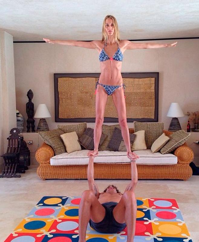 La habilidad del yoga de Vanesa Lorenzo y Carles Puyol