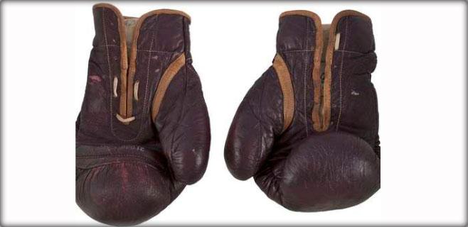 400.000 dólares por los guantes de Ali en la