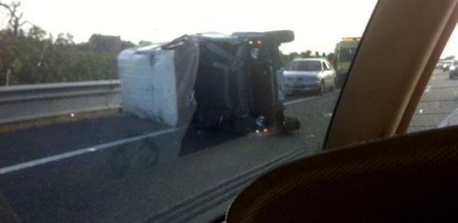 Un camión vuelca en la autopista de Llucmajor