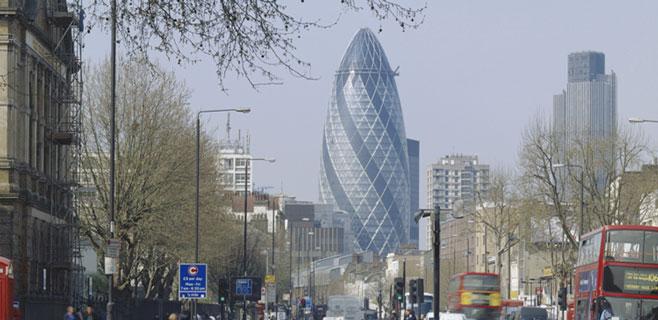 Más de 200 inversores pujan por la torre Gherkin