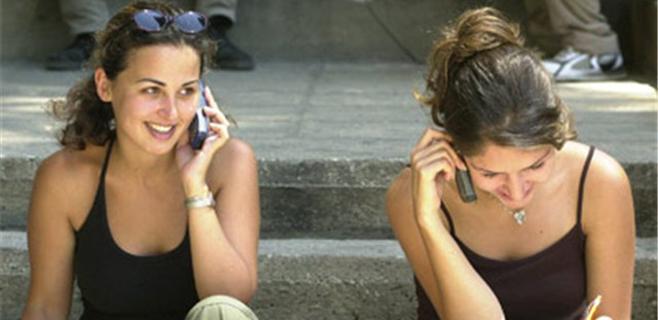 Los baleares hablan por el móvil 92 minutos al mes