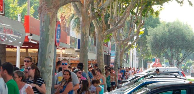 Cientos de personas hacen horas de cola por una entrada de David Guetta