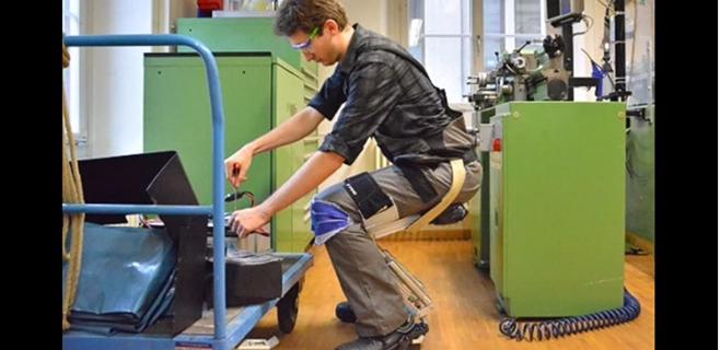 Un traje robótico permite sentarse en el aire