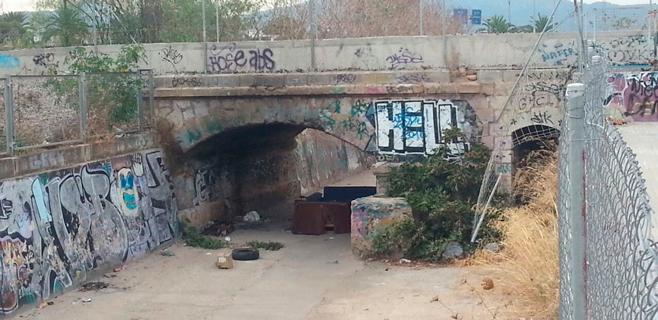 Los vecinos del Rafal avisan del peligro por basura en el Torrent de na Bàrbara