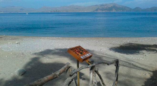 Alcúdia coloca en 2 playas ceniceros hechos con latas