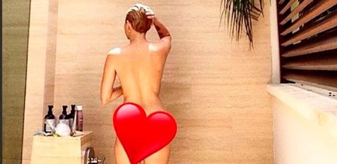 Miley Cyrus se fotografía desnuda en la ducha