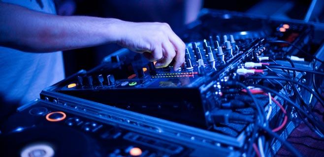 Muere apaleado un DJ por no pinchar ciertas canciones en una boda