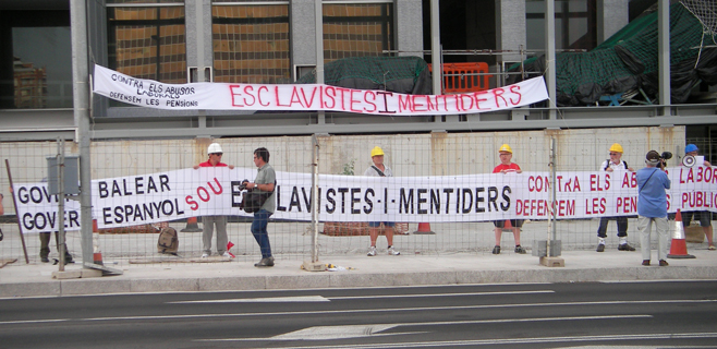 Jubilats per Mallorca toman el Palau de Congressos contra los abusos laborales