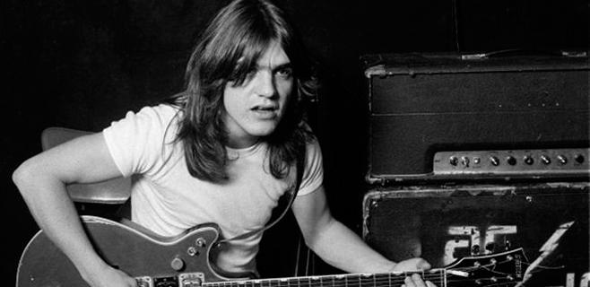 El guitarrista de AC/DC, ingresado por demencia