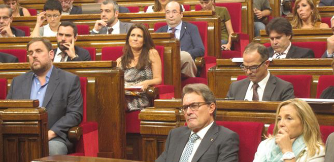 El Parlament catalán aprueba la Ley de Consultas
