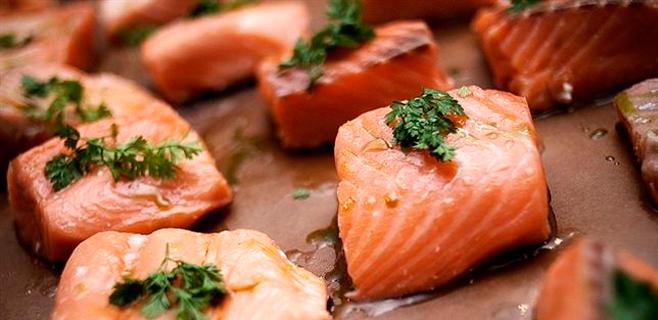 Comer pescado reduce el riesgo de sordera