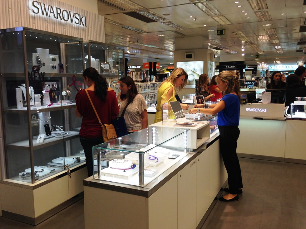 La modelo Miranda Kerr protagonista del showroom de Swarovski en Palma