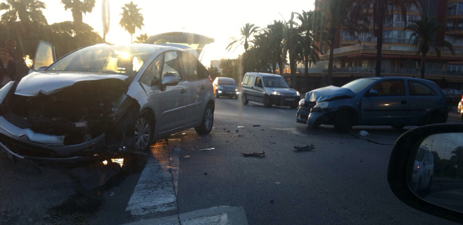 Varios heridos en un choque frontal entre dos coches en Ca'n Pastilla