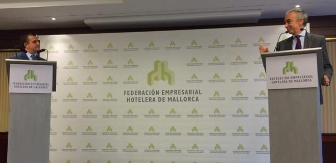 Rapapolvo público del sector hotelero al gobierno de Rajoy en un acto en Palma