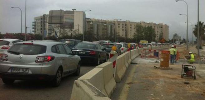 El tráfico en Palma se atasca por las restricciones en la autopista de Llevant