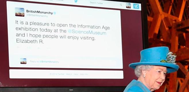 La reina Isabel II es insultada tras su estreno en Twitter