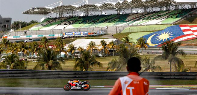 Lorenzo llega tercero y ve otro récord de Márquez