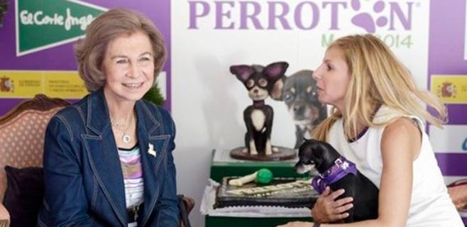 La reina Sofía apoya la adopción de perros