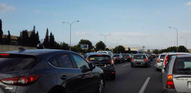 Normalidad en la Via de Cintura tras una colisión entre varios vehículos