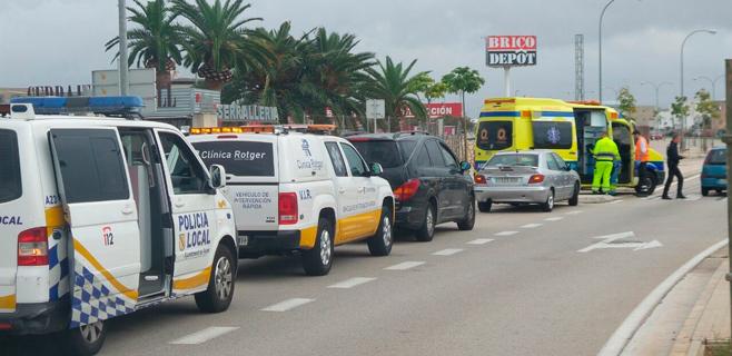 Tres heridos en una colisión entre dos vehículos frente a IKEA en Palma