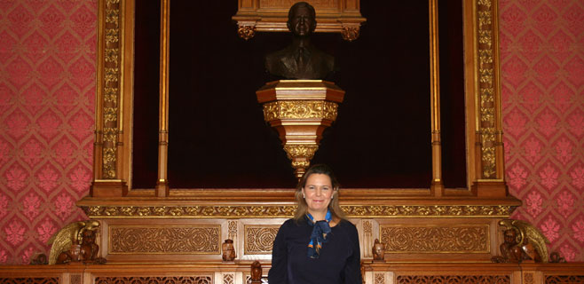 El Consell ya luce su busto de Felipe VI