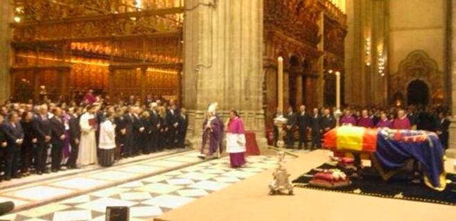 La Catedral se llena para despedir a la Duquesa de Alba