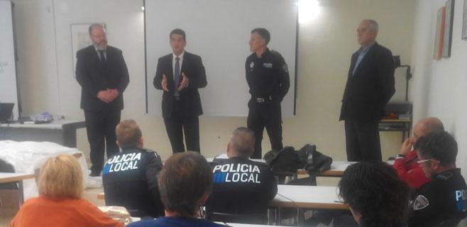 El 061 forma a policías locales de toda Mallorca sobre el protocolo del ébola