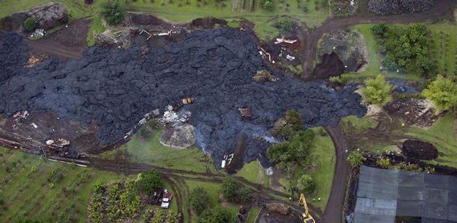 Un río de lava arrasa una vivienda en Hawái