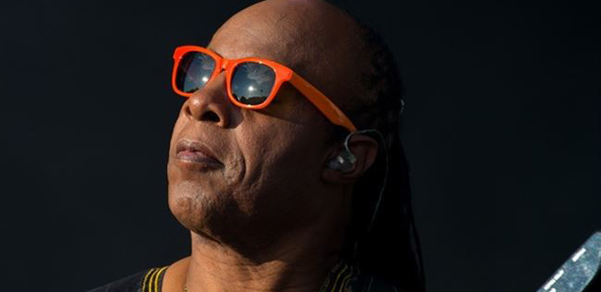 Stevie Wonder espera trillizos a sus 64 años