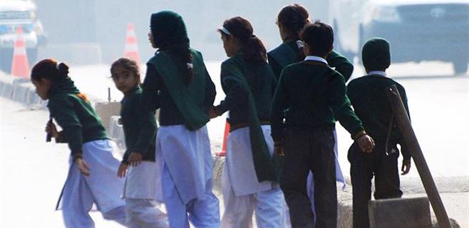 Más de 100 niños muertos en un ataque talibán en Pakistán