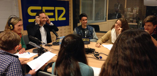 José R. Bauzá responde a un grupo de niños sobre sus decisiones políticas