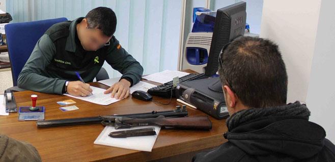 Los dueños de armas ya pueden pasar por Intervención de Manuel Azaña