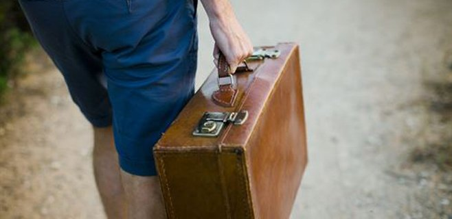 Una mujer recupera su maleta perdida hace 20 años