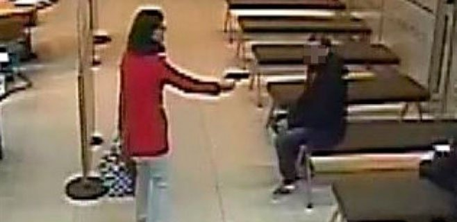Un Mosso detiene a una mujer cuando atracaba un banco