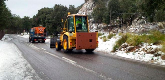 Carreteras cierra 15 kilómetros de la Ma-10 por la acumulación de nieve
