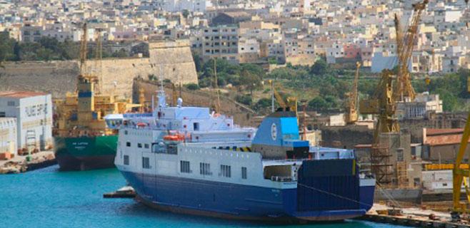 150 evacuados de un ferry en llamas entre Grecia e Italia