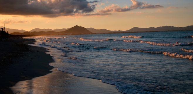 Fallece ahogado un hombre tras volcar con su barca en la Playa de Muro
