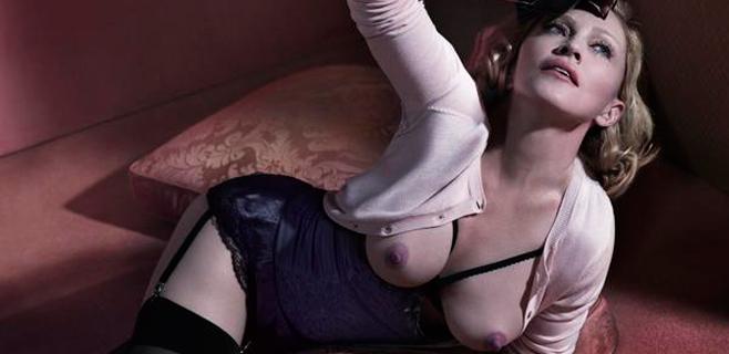 Madonna reaparece con un posado en topless