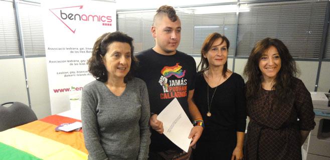 PSIB, Més y Ben Amics piden medidas contra la discriminación a LGTBI