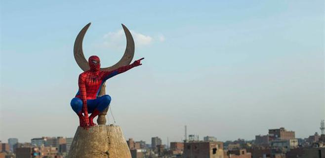 Spider-man se pasea por El Cairo