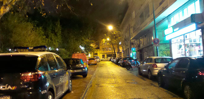 Fallece un joven tras precipitarse de un sexto piso en la Plaça dels Patins