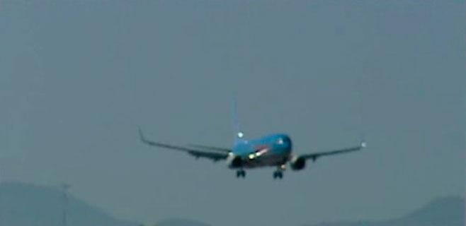 Fomento insta a aerolíneas y navieras a repercutir en tarifa la caída del petróleo