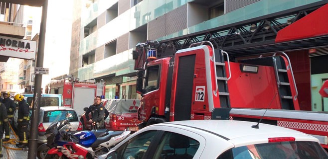 Un herido por inhalación de humo en un incendio desatado en Pere Garau