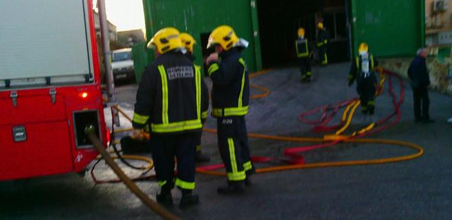 Un incendio provoca daños materiales en una nave de reciclaje en Ca'n Valero