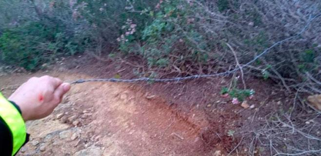 Protección Civil alerta de cables de acero contra ciclistas en Santa Ponça