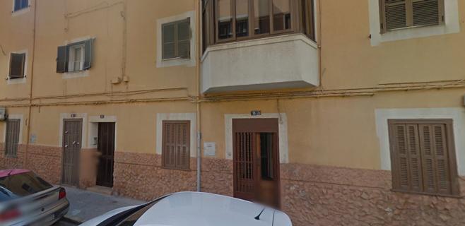 Un hombre herido al derrumbarse el balcón de un segundo piso en Palma