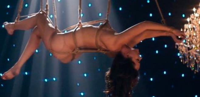 Dakota Johnsson, desnuda y atada para 'The Weekend'