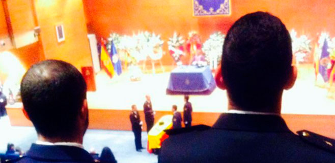 Medalla de Oro al policía fallecido tras ser empujado a la vía